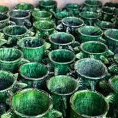 ➖Poteries de Tamegroute disponibles sur commande.  Livraison en 3/4 semaines en France. ➖Toujours en confinement dans certaines régions, les artisans marocains ont du mal à se remettre financièrement des conséquences désastreuses de cette épidémie...  ➖Soutenons l'artisanat marocain qui a besoin de nous plus que jamais.#supportsmallbusiness • • • • • • #poterie #poterieartisanale #poteriemarocaine #poterieberbere #poterietamegroute #tamegroutepottery #tamegroute #tamegroutepoterie