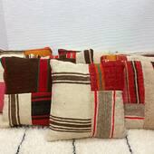 Nouvelle collection de coussins en laine  à découvrir sur notre e-shop.  Fabrication artisanale au Maroc.  Pièce unique et 100% Handmade.  Plus d'infos sur : www.maisonsnomades.com • • • • • • • • • #coussinkilim #coussinberbere#interioraddict #interiordesign #interiorinspo # #ethnochic #instahome #instadeco #instadecoration #handmadefurniture #handmadehome #decoaddict #homeinterior #homesweethome #treasurehunter # #handmade #maisonsnomades