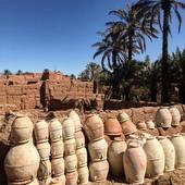〰️Nous avons eu la chance de découvrir la fabrication des poteries de Tamegroute. 〰️Derrière chaque pièce, se cache de merveilleux artisans qui façonnent avec amour ces poteries ❤️ • • 〰️Découvrez notre jolie sélection, des poteries authentique de Tamegroute, sur notre e-shop: www.maisonsnomades.com. • • • • • • • #poterietamegroute #poterietamegrout #tamgroutepottery #vaiselle #vaisellemarocaine #tamgrout #interioraddict #interiordesign #interiorinspo # #ethnochic #instahome #instadeco #instadecoration #decoaddict #homeinterior #homesweethome #treasurehunter #moroccandecor #handmade #maisonsnomades#ethnochic