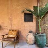 🌵Durant ces 2 dernières semaines, nous avons arpenter villages, déserts et kasbah afin de vous dénicher la perle rare pour votre intérieur ! Cette photo a été prise à la @kasbahbabourika un lieu magique et chargé d'histoires ! • • Pics by @maisonsnomades  #nomadlifestyle #nomadliving #roadtripmaroc #interiorjunkie #bohochic #bohostyle #boholuxe #modernboho #decoaddict #homeinterior #homesweethome #treasurehunter #maisonsnomades