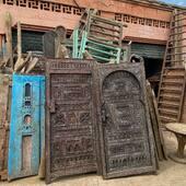 🚪Anciennes portes berbères en bois, disponibles uniquement en pré-commande. Qu'il s'agisse de simple objets de décoration ou de véritables portes, ces pièces donneront un côté ethno chic à votre intérieur. • • • • • #porteberbere #portesberbere #doors #doorsofinstagram